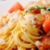 Spaghettis aux tomates et à la mozzarella