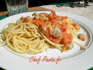 spaghettis aux coques et sauce crémeuse à la tomate